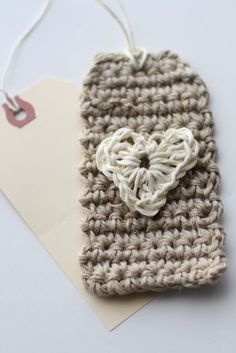 Crochet tag heart tutorial using hemp Crochet Diy, Crochet Amigurumi, Love Crochet, Crochet Gifts, Learn To Crochet, Crochet Flowers, Crochet Hooks, Crochet Hearts, Knitting Projects