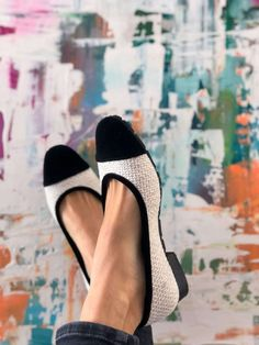 Available on PRE-ORDER with 15% discount: code MOMOC15! Vegan, Sustainable & Ethical Fashion Shoe Made in Spain. Made with recycled materials. NOTE: It takes up to 5 weeks to be delivered. Vegan, sustainable, comfy and a classic! Feminine ballerinas perfect for your office looks and dinner parties. Materials certified by GRS. #momoc #momocshoes #planetblog #sustainableshoes #sustainablefashion #madeinspain #hechoenespaña #officelooks #velvet #ballerinashoes #ethicalfashion #ethicallymade…