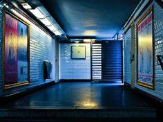 Des stations de métro au musée d'Orsay, en passant par la pyramide du Louvre et les bords de Seine, la GEOnaute Laure Renel a arpenté Paris et a photographié les trésors d'architecture de la capitale. Marchez sur ses traces et laissez-vous charmer par la beauté de la Ville Lumière --> http://www.geo.fr/voyages/vos-voyages-de-reve/paris-les-tresors-d-architecture-de-la-capitale