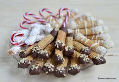 platou cu fursecuri asortate de casa spritate cu unt si nuca ciocolata glazura Crackers, Red Velvet, Biscuit, Cereal, Cooking Recipes, Cookies, Unt, Breakfast, Food