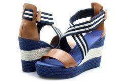 Gant Sandále Stella Office Shoes, Lacoste, Modeling, Tommy Hilfiger, Converse, Wedges, Fashion, Glove, Sandals