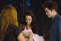 Volturi Hunt Baby Renesmee In New Twilight 'Breaking Dawn – Part 2′ Trailer [VIDEO]