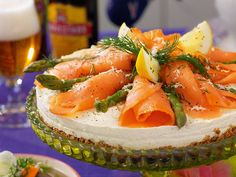 Recept cheesecake med lax | Allas Recept Easter Recipes, Easter Food, Cheesecake, Camembert Cheese, Tartan, Seafood, Brunch, Snacks, Fish