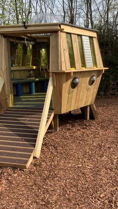 Backyard Treehouse, Backyard Fort, Kids Backyard Playground, Backyard For Kids, Treehouse Kids, Cubby Houses, Play Houses, Cool Tree Houses For Kids, Kid Tree Houses