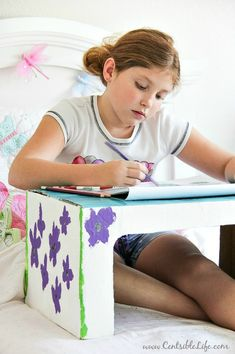 How to make a cardboard box lap tray for kids.                                             Gloucestershire Resource Centre http://www.grcltd.org/scrapstore/