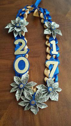Custom Made Money Lei (Graduation Graduation Flowers, Diy Graduation Gifts, Graduation Leis, Graduation Necklace, Money Lay For Graduation, Graduation Centerpiece, Graduation Pictures, Don D'argent, Money Necklace