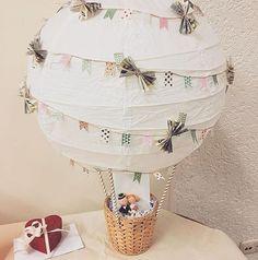 Ballon comme cadeau en argent pour mariage # cadeau en argent www. Don D'argent, Diy Ballon, Wedding Present Ideas, Diy Wedding Presents, Handmade Wedding Gifts, Hot Air Balloon, Wedding Trends, Wedding Ideas, Diy Gifts