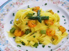 Pappardelle allo Zafferano con Asparagi e Gamberetti