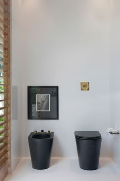 Minimalist bathroom. Are you looking for unique and beautiful art photos (not the ones featured in this pin) to create your gallery walls? Visit bx3foto.etsy.com and follow us on Instagram @bx3foto