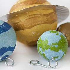 DIY with your kids. Make your own solar system. Tutorial in Swedish.