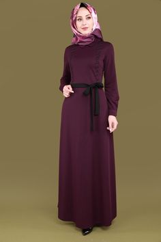 ** YENİ ÜRÜN ** Taşları Yatay Desen Elbise Mürdüm Ürün kodu: MSW8178 --> 69.90 TL The Dress, Dress Skirt, High Neck Dress, Modele Hijab, Hijab Style, Hijab Dress, Office Looks, Muslim Fashion, Dream Dress