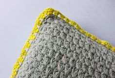 crocheted pillow DIY in danish (liking the grey with pop of neon border)