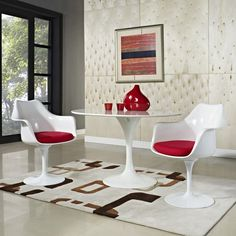 eero_saarinen_tulip_armchair_in_white