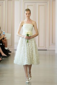 A look from the Oscar de la Renta bridal collection for spring 2016. Photo: Slaven Vlasic/Getty Images.