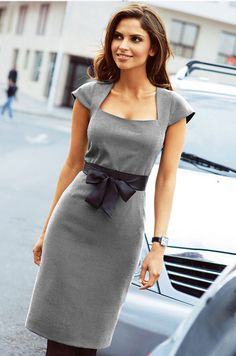 How to alter a standard sheath dress pattern to create this dress ~ Moldes Moda… Sewing Dress, Sewing Clothes, Diy Clothes, Grey Fashion, Work Fashion, Office Dresses, Dresses For Work, Mode Inspiration, Dress Patterns