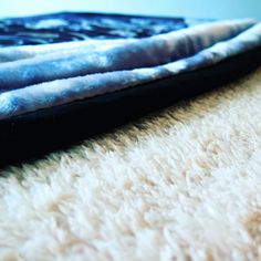 A closer look of the sherpa side of our warm fluffy blanket https://www.amazon.com/Artinen-Modern-Bedding-Blanket-Bedspread/dp/B01NAG5HQL/ref=sr_1_6?ie=UTF8&qid=1486975157&sr=8-6&keywords=artinen