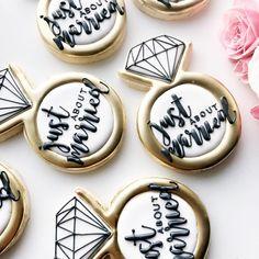 Wedding fever is for real after this weekend . . . . . #torontolife #blogto #cookieoftheday #torontocookies #toronto #torontobaker…