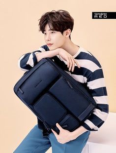 'Samsonite Red' drops handsome cuts of new model Lee Jong Suk http://www.allkpop.com/article/2017/01/samsonite-red-drops-handsome-cuts-of-new-model-lee-jong-suk