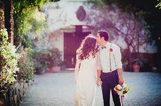 Modern Americana wedding inspiration | Kirstie Kelly wedding dress | photo by Zoom Theory Photography | 100 Layer Cake