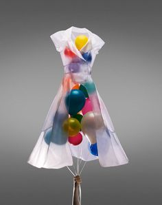 ballon dress by cassie Visual Merchandising Displays, Visual Display, Retail Displays, Shop Displays, Design Display, Store Design, Vitrine Design, Pattern Texture, Balloon Dress