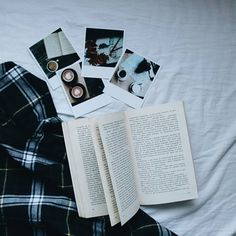 #vyvolejto #polaroid #photo #memories #printed #paper #fuji #book #reading