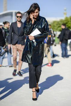 Streetstyle: Emmanuelle Alt trägt den Trend Lackleder bereits