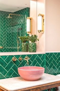 Bathroom Decor sink Emerald green metro tiles, pink ceramic sinks, marble topped antique barley twist leg table, brass bathroom lighting and fixtures. Home Design, Modern Interior Design, Bath Design, Design Ideas, Design Trends, Design Design, Design Bathroom, Contemporary Interior, Interior Colors