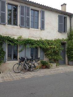 Beautiful homes to see on the island of Ile de Re, along the beautiful coast line near La Tranche sur Mer. Enjoy magical adventures together exploring the forests, quaint villages and wine wonderful vine yards! Exterior House Colors, Interior And Exterior, Shutter Colors, House Shutters, Exterior Shutters, French Architecture, French Interior, French Country House, Facade House