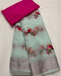 No photo description available. Cotton Saree Blouse, Saree Blouse Patterns, Organza Saree, Chiffon Saree, Saree Blouse Designs, Saree Gown, Silk Cotton Sarees, Blouse Neck, Georgette Sarees