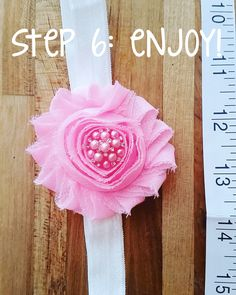 How To: DIY Baby Headband baby clothes baby girl baby headbands baby room baby stuff Diy Baby Headbands, Diy Headband, Baby Bows, Diy Baby Gifts, Baby Crafts, Baby Sewing Projects, Sewing Ideas, Diy Projects, Baby Penelope