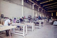 Nuestros #trabajadores siguen trabajando a toda velocidad y dejándonos estampas como esta.  Our #employees keep working at full speed to show us images like this.  Foto: Noelia Gutiérrez  #naturalqualitystone #artesania #marmolblanco #piedranatural #naturalstone #marmol #marble