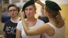 """Die Zahl der minderjährigen Rekruten in der Bundeswehr ist seit Aussetzen der Wehrpflicht vor fünf Jahren auf ein Rekordhoch gestiegen, wie """"Die Welt"""" unter Berufung auf das Verteidigungsministeriu…"""