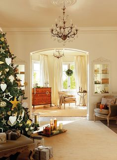Interiors | Cream & Gold With A Festive Touch - DustJacket Attic