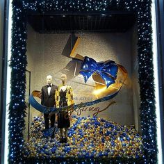 """ROBINSONS ME, Dubai Festival City Mall, Dubai, United Arab Emirates, """"The Joy of Gifting"""" photo by Sign Works DXB, pinned by Ton van der Veer"""