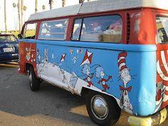 Dr. Seuss bus in Santa Barbara (photo taken by Aviatrix blogger)
