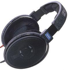 Наушники Sennheiser HD 600 Открытые динамические наушники экстра-класса, предназначенные как для профессионалов, так и для любителей музыки. Усовершенствованная конструкция практически полностью устраняет стоячие волны в материале мембраны. HD 600 можно подключать непосредственно к Hi-Fi системам, особенно к DAT-, DVD-, MD- и CD-проигрывателям.