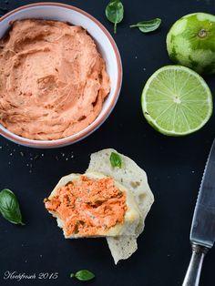 Tomatenbutter mit Basilikum und Limette | Kochfrosch Pesto, Dips, Kraut, Hummus, A Food, Mashed Potatoes, Peanut Butter, Snacks, Ethnic Recipes