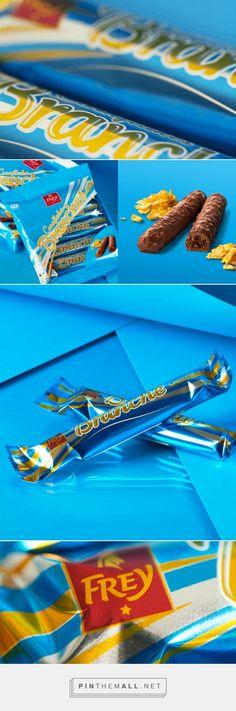 Branches Cornflakes |  Marken- & Packaging-Agentur | Studio Schoch AG | Die hellblaue Verpackung mit orangen Elementen unterstreicht einerseits die Cremigkeit der Schokolade, andererseits soll die Knusprigkeit der Cornflakes Füllung vermittelt werden.
