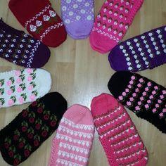 Moda Emo, Crochet, Elsa, Slippers, Pandora, Create, Instagram Posts, Hairstyle Man, Slipper