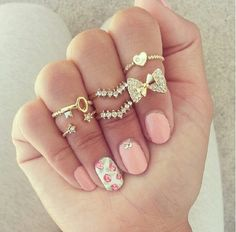 Cute... I want....lovve love!rings and everything!