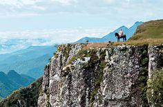 São José dos Ausentes - Brasil A região mais alta e fria do Rio Grande do Sul abriga cânions como o Monte Negro, a 1 400 metros. Dá para ver o mar de lá.