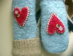 do not through your old sweater diy make mittens with old sweaters for winters. Sweater Mittens, Wool Sweaters, Old Sweater Crafts, Sewing Crafts, Sewing Projects, Recycled Sweaters, Mittens Pattern, Creation Couture, Wool Felt