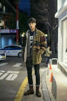men's street style outfits for cool guys Korean Street Fashion, Japon Street Fashion, Korean Fashion Winter, Korean Fashion Trends, Asian Fashion, Japanese Fashion Men, Fashion Styles, Fashion Outfits, Japan Street