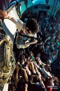 Crazy Yannis from Foals ''Seattle Neo-baboonery by David Lichterman of Lavid Photos'' Seattle, Edgy Teen, Nobodys Perfect, Band Photography, Soundtrack To My Life, Indie Music, Arctic Monkeys, Music Stuff, Music Bands