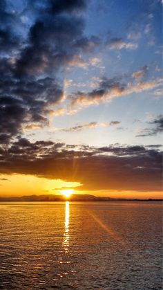 09 Oct. 6:30 博多湾日の出です。 sunrise at Hakata bay in Zipangue