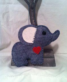 handmade felt elephant ornament van feltloved op Etsy