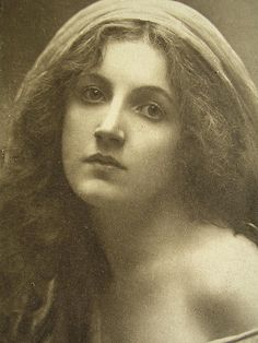 Julia Margaret Cameron ( 1815 - 1879 ) was born in Calcutta, and in 1848 she moved to London.