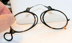 EXCELLENT COND. , FAUX TORTOISE SHELL FOLDING PINCE NEZ SPECTACLES, NO  LENSES e04950501675