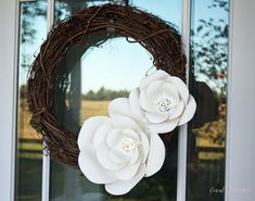 Step-by-step tutorial to create your own large paper flowers for a wreath, wall decor or special event. Paper flowers are having a huge moment. I see paper fl… Paper Flower Wreaths, Large Paper Flowers, Diy Wreath, Grapevine Wreath, Diy Paper, Paper Crafts, Paper Art, Flowers Last Longer, Crafts To Make