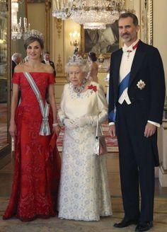 Queen Rania, Queen Letizia, Princess Elizabeth, Queen Elizabeth Ii, Royal Dresses, Nice Dresses, Queen And Prince Phillip, Princess Of Spain, Spanish Royalty
